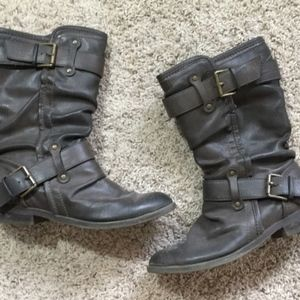 Mid-calf brown faux leather buckle boots